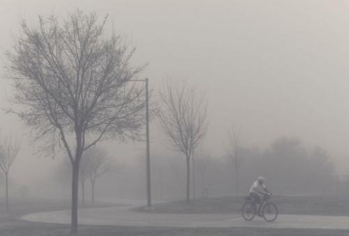 Blanco-y-negro-2020_José A. Gómez Mateo-Ciclista en la niebla 1