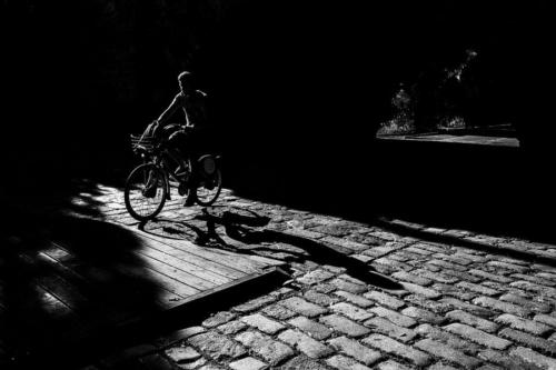Blanco-y-negro-2020_guillermoperea-saliendo del tunel