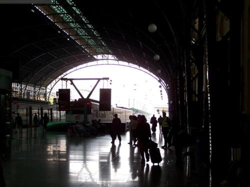 Trenes - Fernando Bedoya-Estación de Valencia I