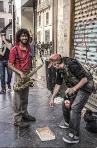 Fotografía Callejera 2017-Luis Miguel Tapia-MUSICO Y MENDIGO